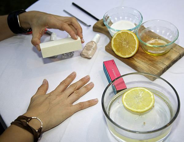 Do it yourself french manicure zuzka light web2 solutioingenieria Images